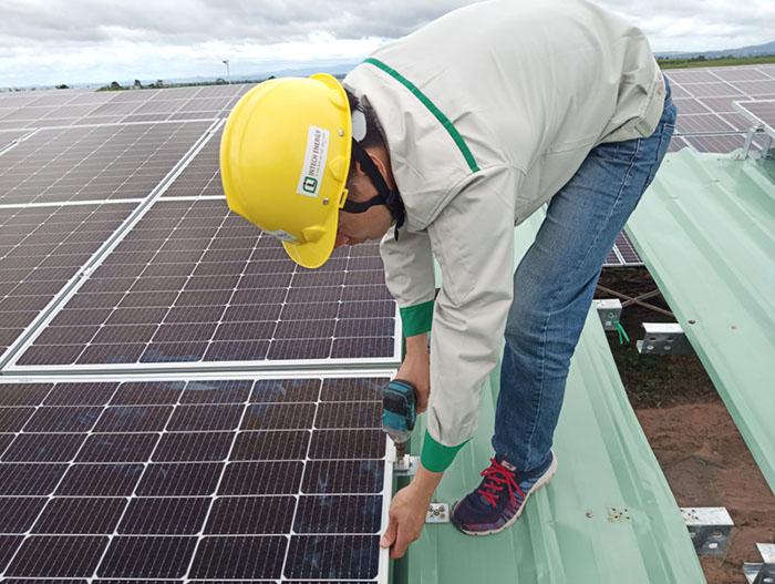 Lắp đặt điện năng lượng mặt trời dễ dàng không cần sử dụng các thiết bị khác