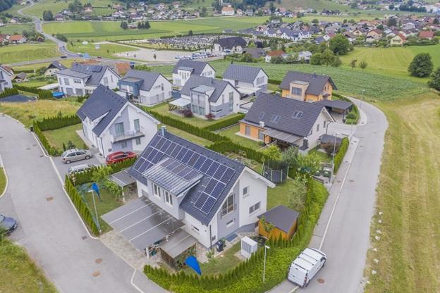 Lắp đặt điện năng lượng mặt trời cho hộ gia đình