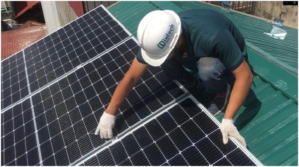 Intech Energy thi công lắp đặt tấm pin trên mái nhà khách hàng