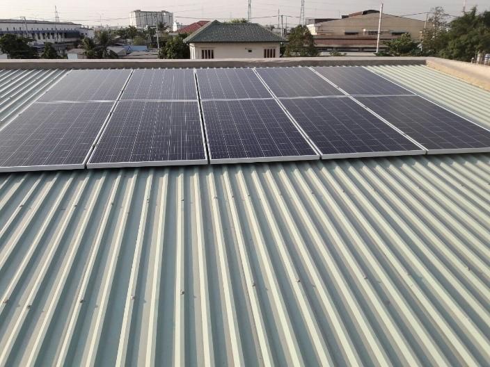Lắp điện mặt trời trên mái tôn