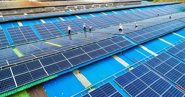 Lắp đặt điện mặt trời cho nhà máy, xí nghiệp có hiệu quả không?