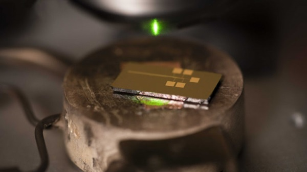 Các nhà nghiên cứu Úc khám phá tấm pin năng lượng mặt trời siêu mỏng